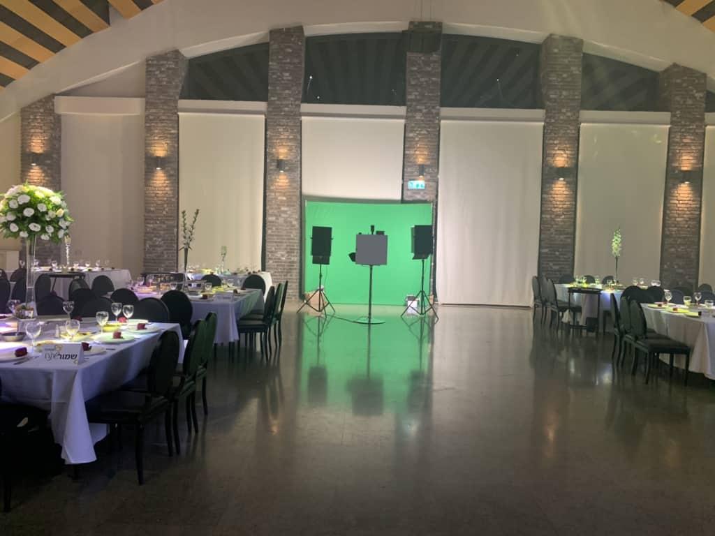 Green Screen שלנו עומד בגאווה באולם