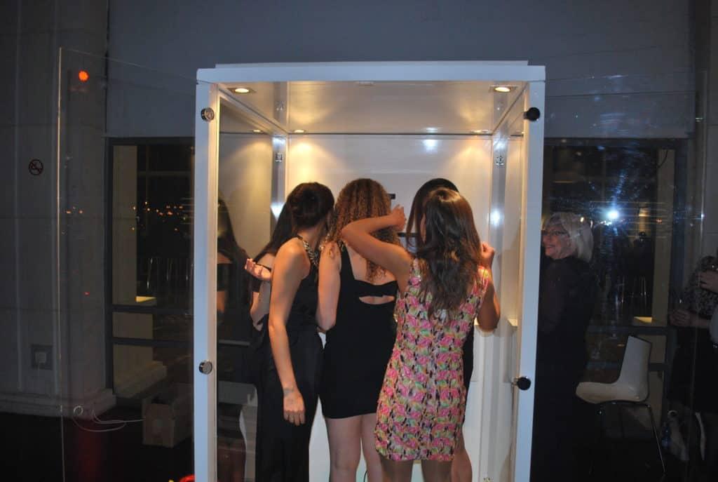 בנות מתות על התא צילום שלנו :)