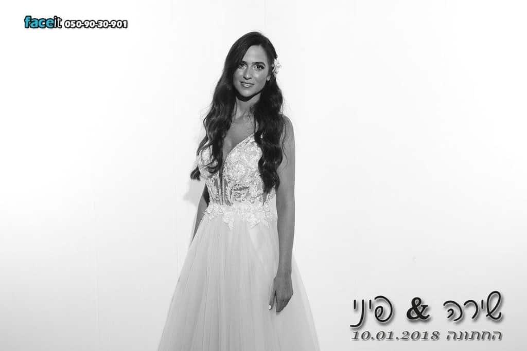 גם פיני ושירה לקחו מסך לבן לחתונה :)