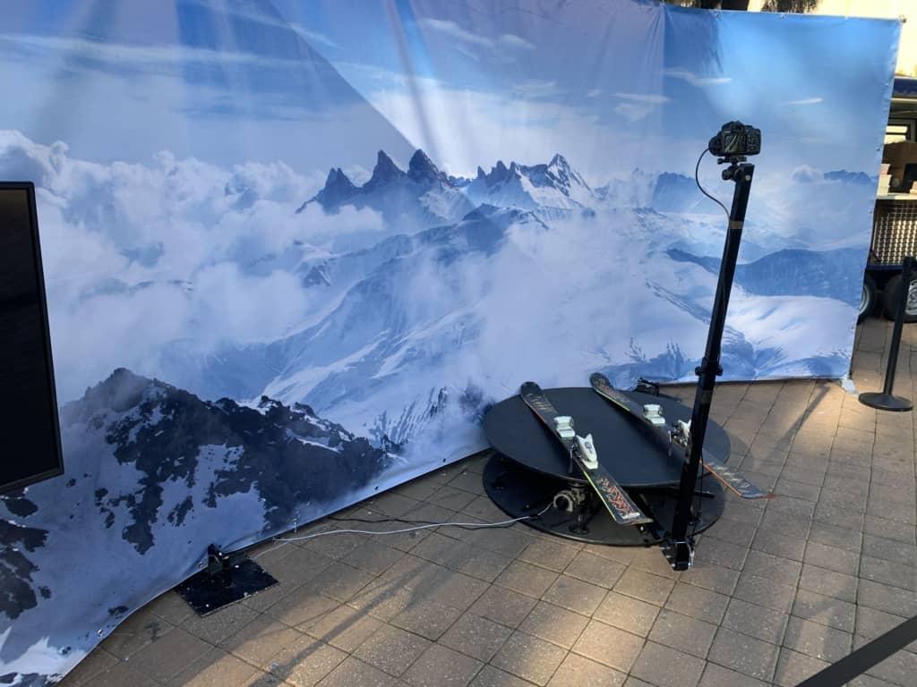 עמדת צילום 360 לאירוע עסקי בנוסח סקי