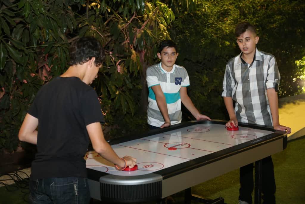 הוקי שולחן - משחקים לאירועים של FaceIt