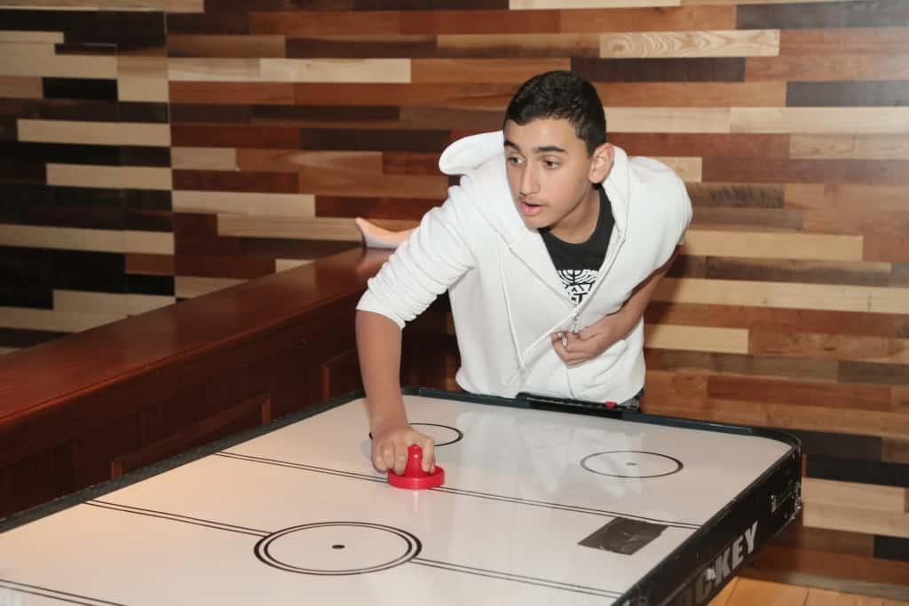 שולחן משחק לבר מצווה - הוקי - FaceIt