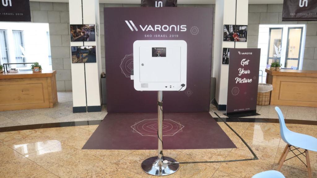 עמדת צילום לאירוע עסקי של Varonis